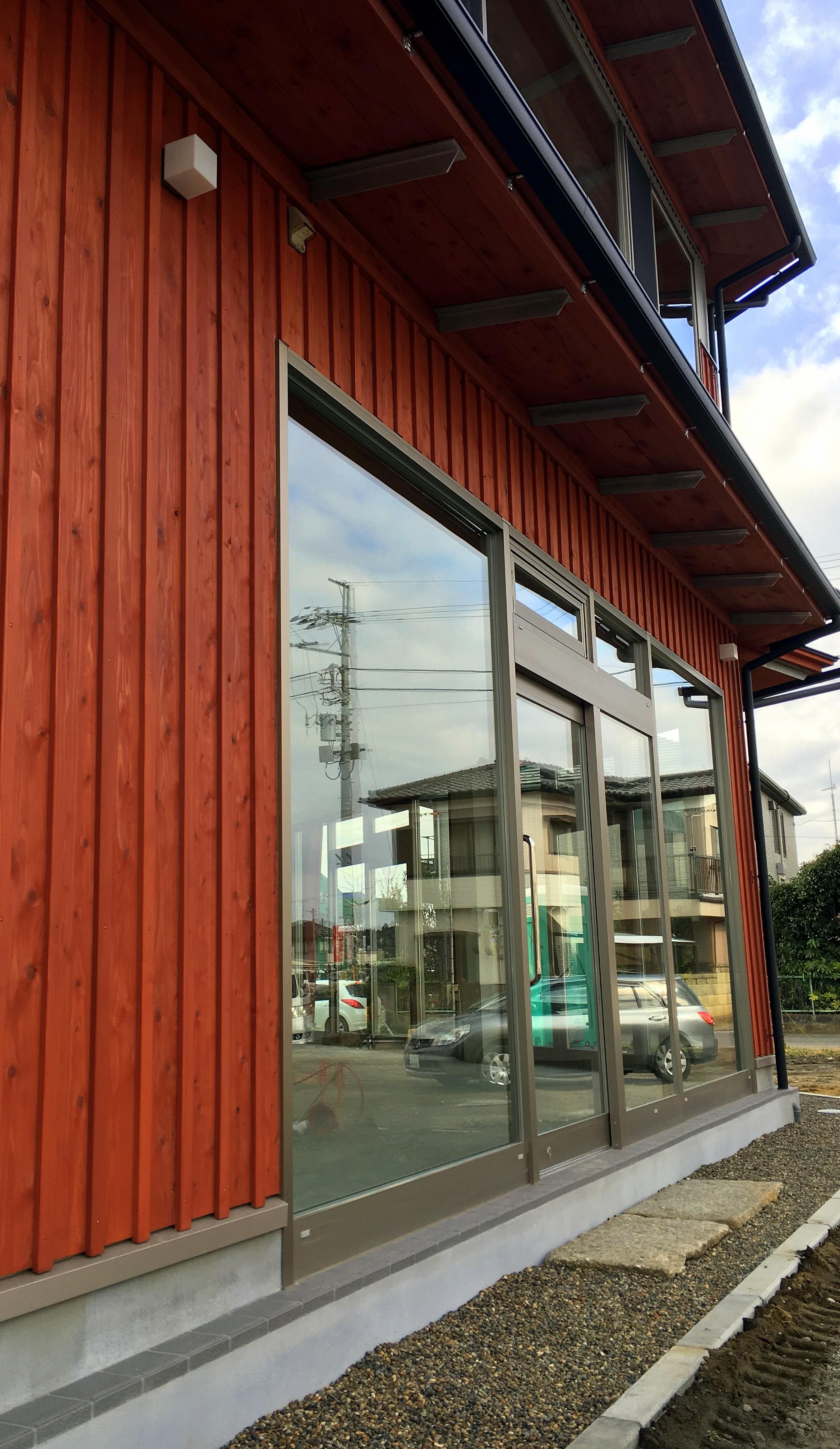 成東駅前の新たなシンボル。山武杉で囲まれた新築貸事務所