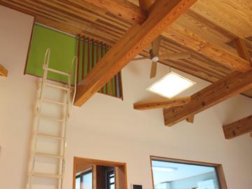 本物の国産材・山武杉の柱と梁を主構造としています。