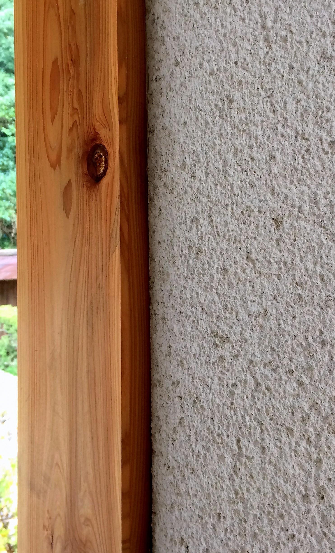 板貼りとそとん壁。山武の山に囲まれた住まいに山武の木を余す事なく使用する